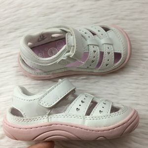 Stride Rite Girls Sz 5 White Sandals Memory Foam